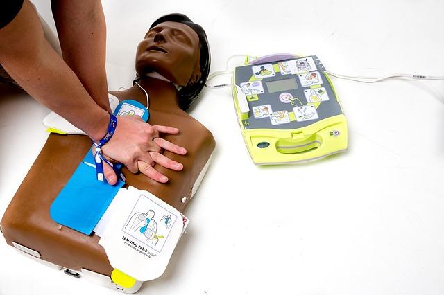 Szkolenie z użyciem defibrylatora szkoleniowego